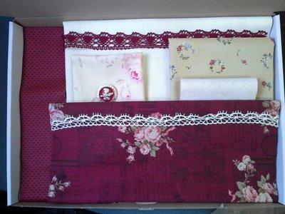 Borduurmap Gentle Seamstress Stitchery kit donkerrood