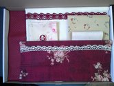Borduurmap-Gentle-Seamstress-Stitchery-kit-donkerrood